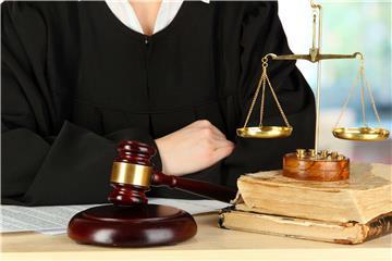 Luật gia và Luật sư khác nhau như thế nào?