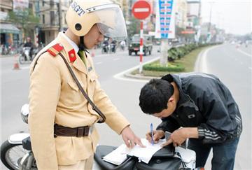 Biên bản vi phạm giao thông có cần đóng dấu không?