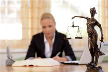 Luật sư chỉ còn phải tham gia bồi dưỡng nghiệp vụ 8 giờ/năm