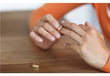 Ly hôn rồi, vẫn được hưởng thừa kế từ chồng cũ?