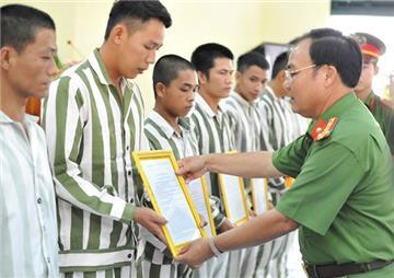 Hướng dẫn thủ tục đề nghị đặc xá của người bị kết án tù
