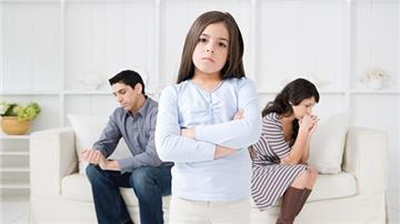 Cha mẹ ly hôn: Con cái có quyền ngăn cản?