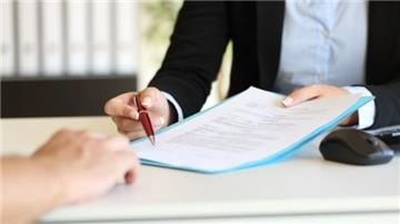 Chưa chấm dứt hợp đồng có được nhận trợ cấp thôi việc?