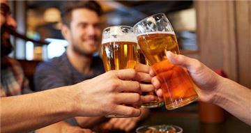 Từ năm 2020, vợ phải thường xuyên nhắc chồng hạn chế uống rượu, bia