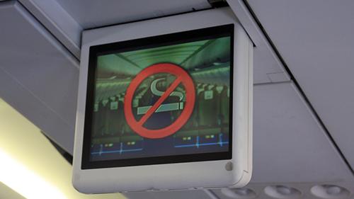 Hút thuốc trên máy bay, phạt ngay đến 5 triệu