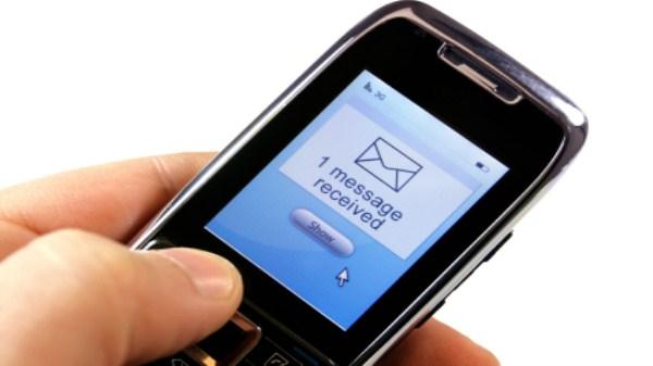 Khi nào đọc trộm tin nhắn bị đi tù?