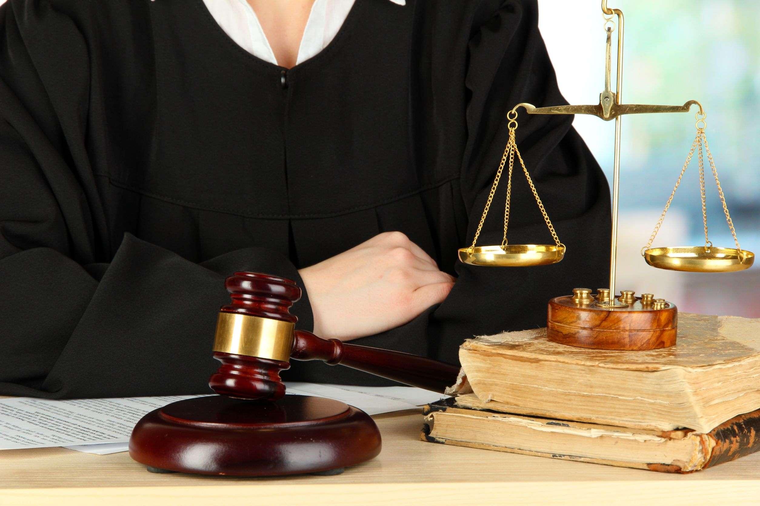 Luật gia với Luật sư khác nhau như thế nào?