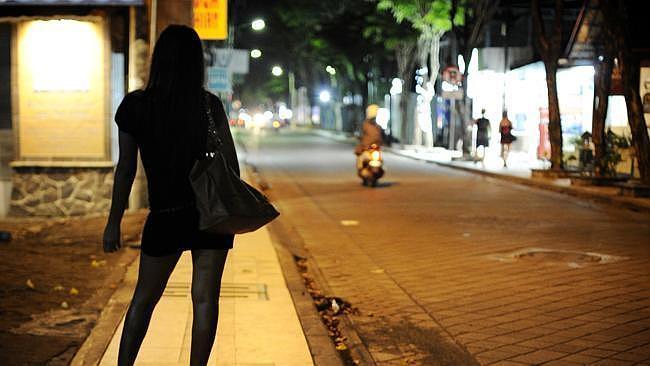 Người nước ngoài bán dâm ở Việt Nam bị xử lý thế nào?