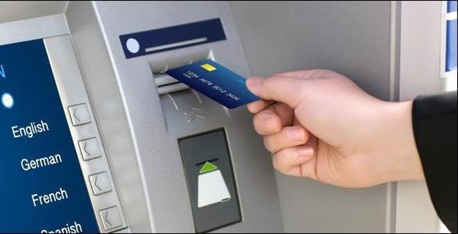 Ngân hàng đua nhau tăng phí rút tiền ATM nội mạng