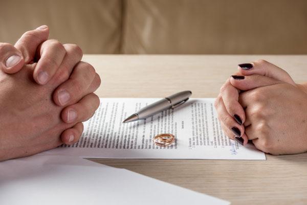 Thủ tục ly hôn đơn phương và mẫu đơn ly hôn mới nhất