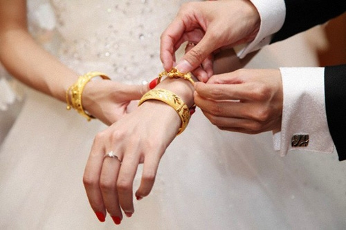 Vàng cưới là tài sản chung hay riêng?