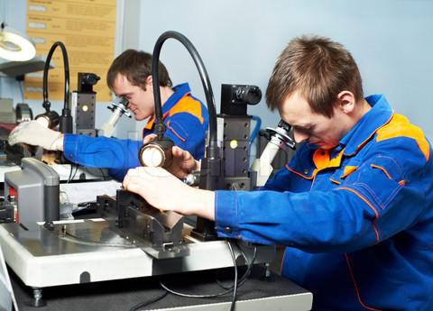 Rút ngắn thời gian cấp phép lao động cho người nước ngoài