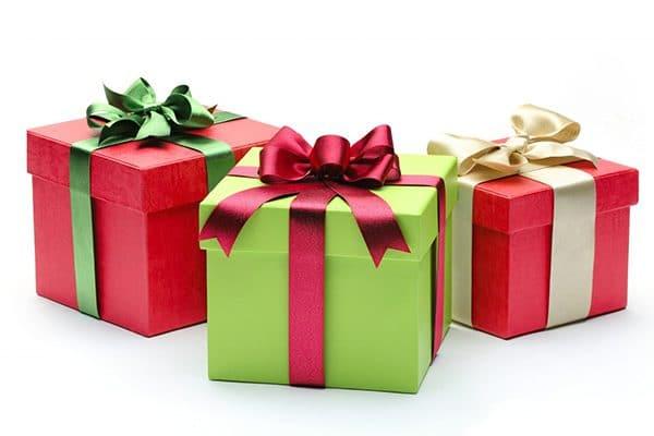 Chính sách thuế với hàng hóa mua làm quà cho nhân viên