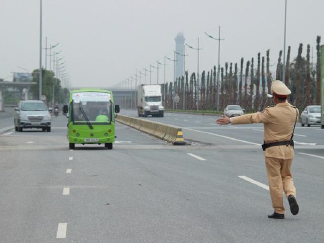 Cảnh sát giao thông có được dừng xe trên cao tốc?