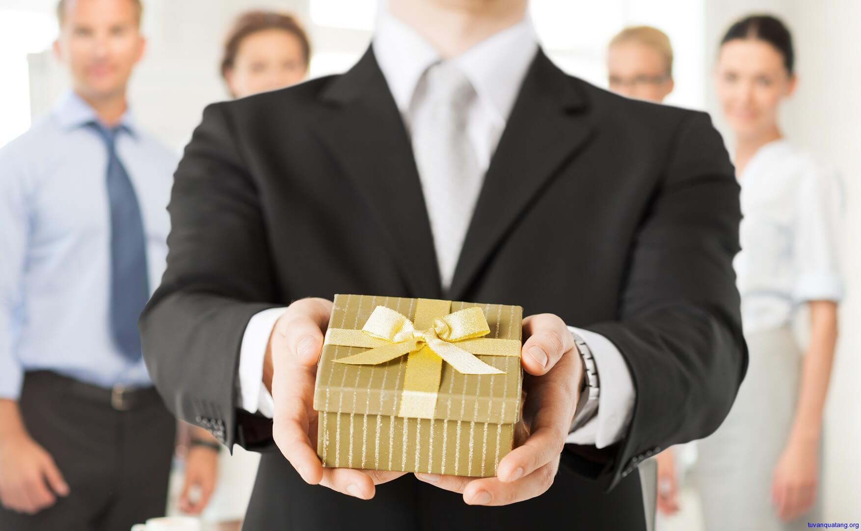 3 trường hợp công chức được nhận quà biếu mà không phạm luật