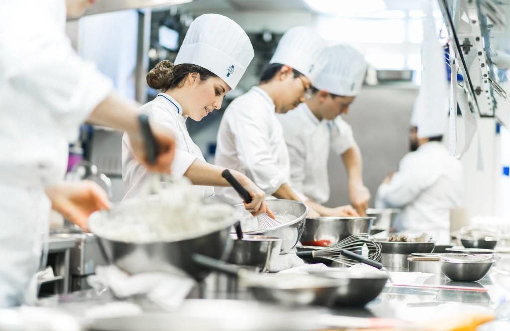 Quy định về khám sức khỏe cho đầu bếp nhà hàng