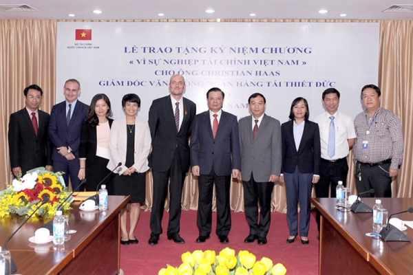 Kỷ niệm chương vì sự nghiệp tài chính Việt Nam
