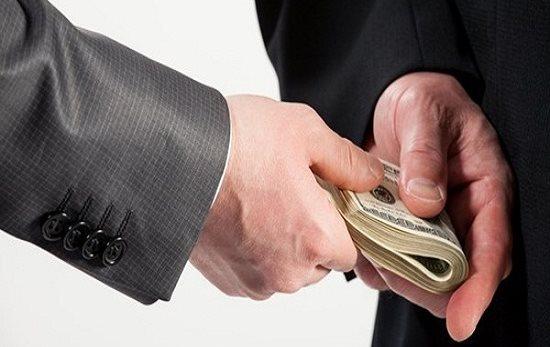 Phân biệt tội tham ô và tội nhận hối lộ