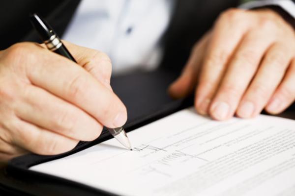 ký hợp đồng trước khi thành lập công ty
