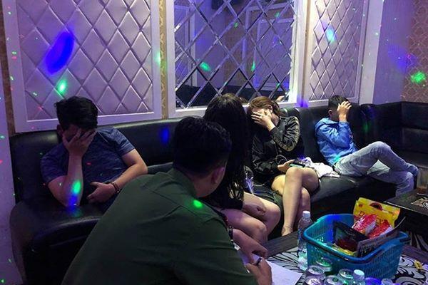 khách sử dụng ma túy