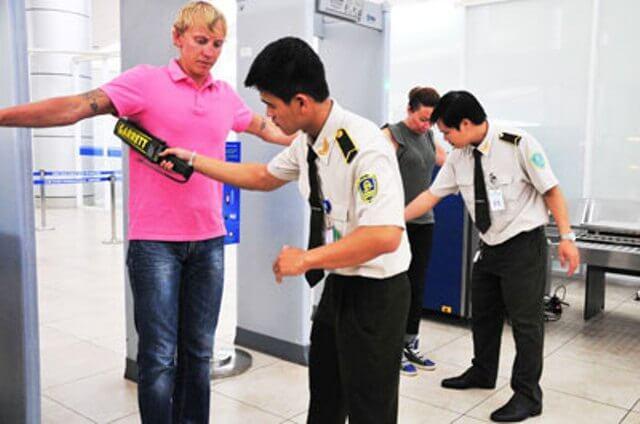 kiểm tra chặt chẽ du khách nhập cảnh