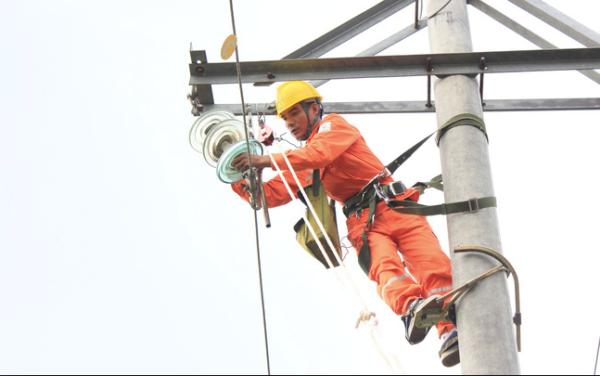 Thủ tướng: Cần làm rõ đúng, sai việc tăng giá điện