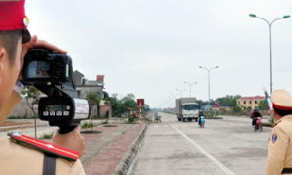 cảnh sát giao thông được bắn tốc độ