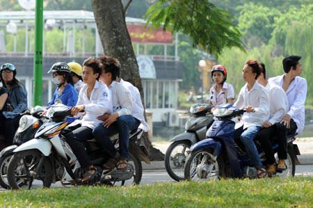 Xử phạt học sinh vi phạm giao thông