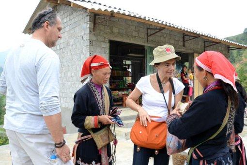 Ép khách du lịch mua hàng