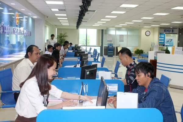 cán bộ công chức đang thi hành công vụ không bị xử phạt