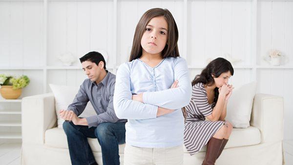 con cái có được ngăn cản cha mẹ ly hôn