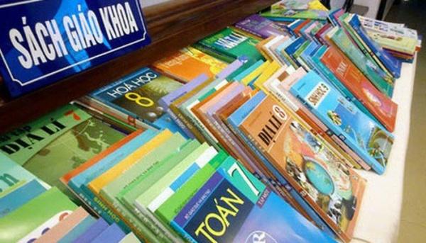 mỗi môn học được biên soạn nhiều loại sách giáo khoa