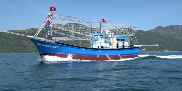 Khởi tố cá nhân dùng biển số giả khai thác hải sản trái phép