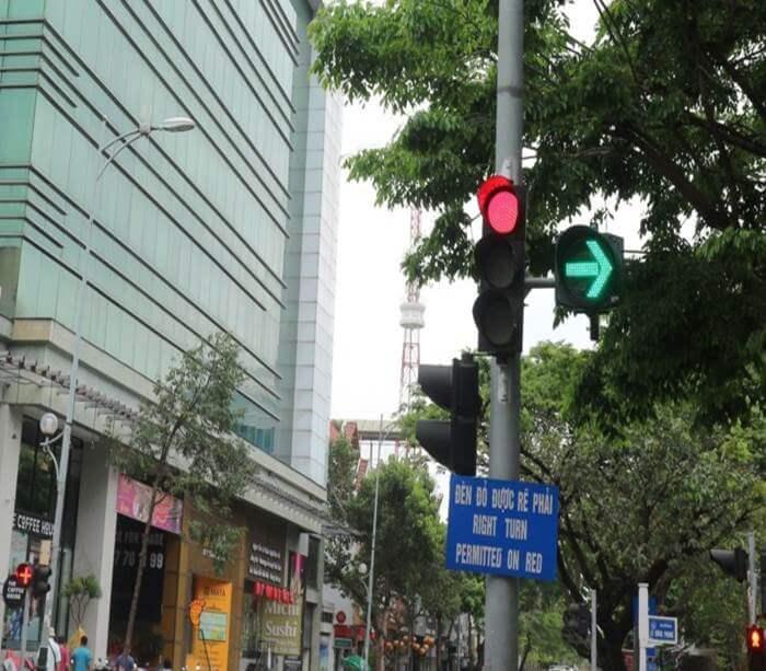 đèn tín hiệu giao thông phụ