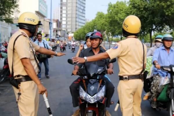 cảnh sát giao thông có được rút chìa khóa