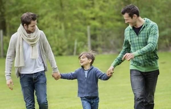 đồng tính có được nhận con nuôi