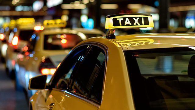 bỏ quy định gắn hộp đèn trên nóc xe taxi