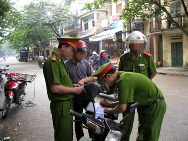cảnh sát trật tự có được dừng xe