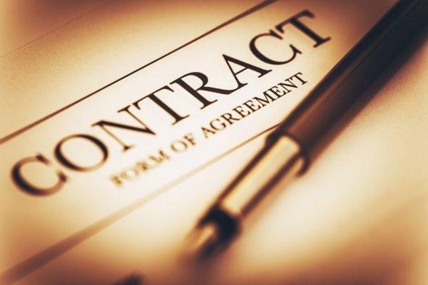 hàng hóa, dịch vụ phải đăng ký hợp đồng mẫu