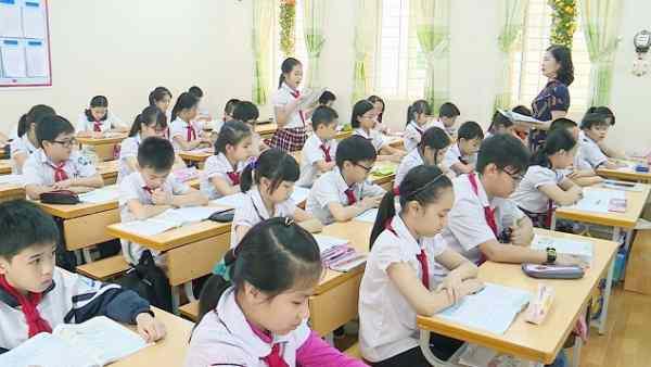 giáo viên trực ở trường