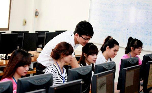 Bố trí viên chức công nghệ thông tin cho mỗi trường học