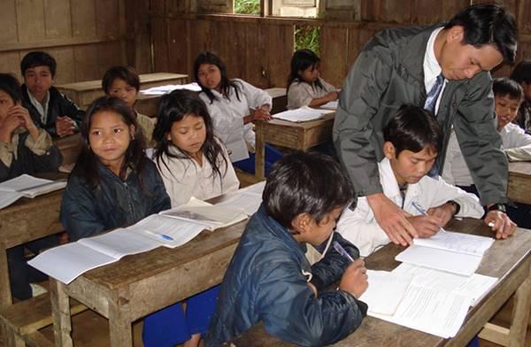 phụ cấp dành cho giáo viên ở nơi kinh tế khó khăn