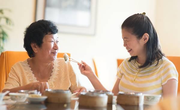 chăm sóc cha mẹ mới được hưởng thừa kế