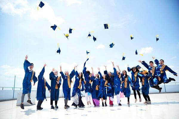 Tăng lương tối thiểu cho người có bằng đại học từ năm 2020