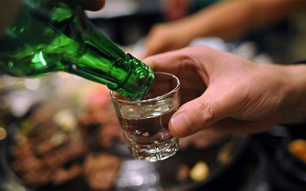 Công chức phải ngăn vợ chồng uống rượu bia dịp Tết 2020