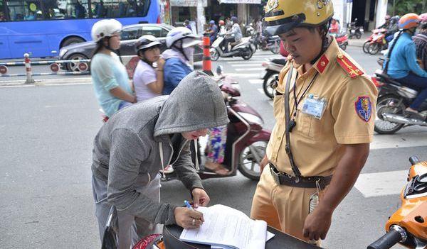 Không ký biên bản vi phạm giao thông không phải nộp phạt?