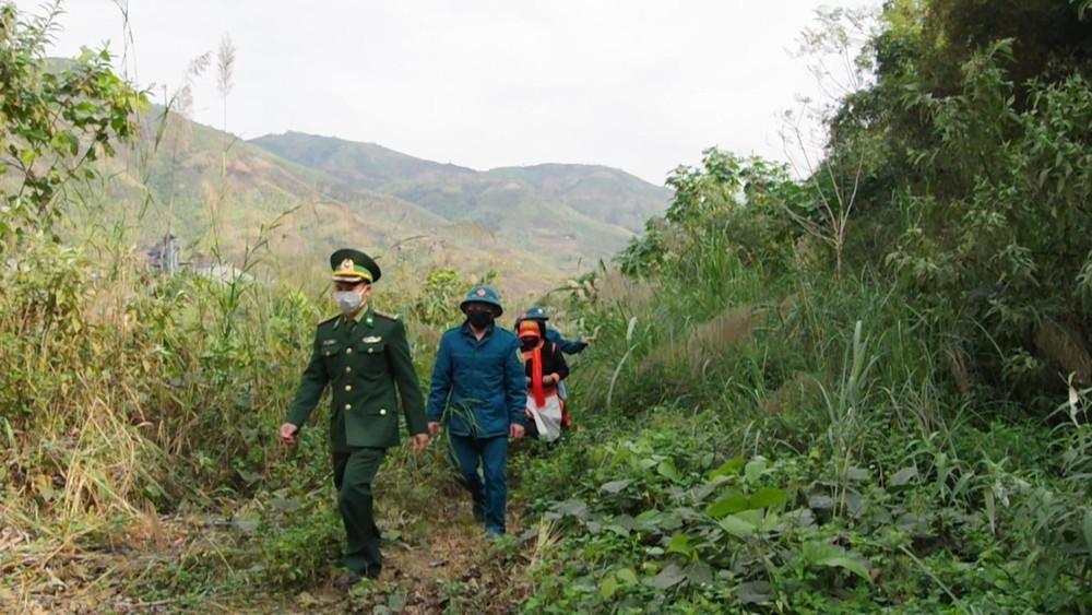 Kiểm soát người lao động qua lại đường mòn, lối mở biên giới