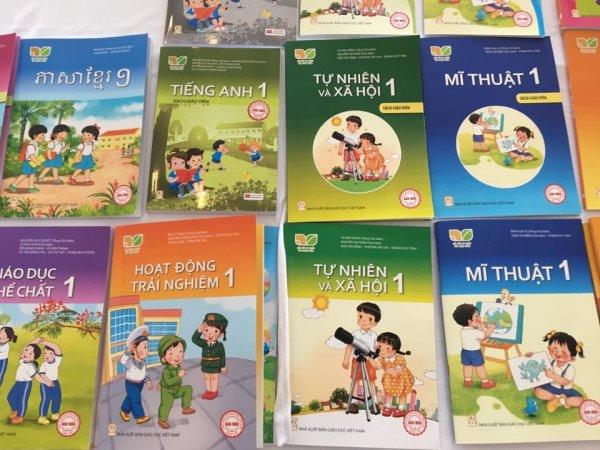 hêm sách giáo khoa lớp 1 mới