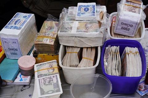 Ngân hàng phải khử trùng tiền cũ trước khi giao cho khách hàng