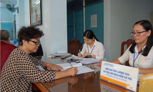 Dịch Covid-19: Chi trả lương hưu qua bưu điện